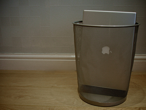 Macbook in Trash
